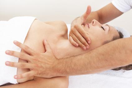 <strong>Die Osteopathie hilft, Bewegungseinschränkungen aufzuspüren und zu lösen.</strong><br/>© Adam Gregor - Fotolia.com