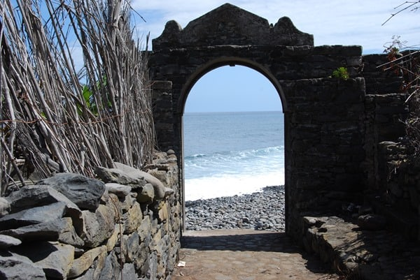 10-Tor-zum-Meer-Calhau-Nordkueste-Madeira