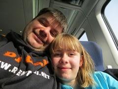 Reiseblogger Daniel Dorfer Nichte Shelly Irland Zugfahrt