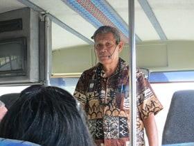 02_Tourguide-Polynesian-Cultural-Center-Oahu-Hawaii-Circle-Island-Tour