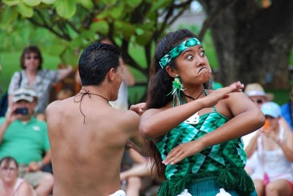 15_Polynesian-Cultural-Center-Maori-Show-funny-Face-2.