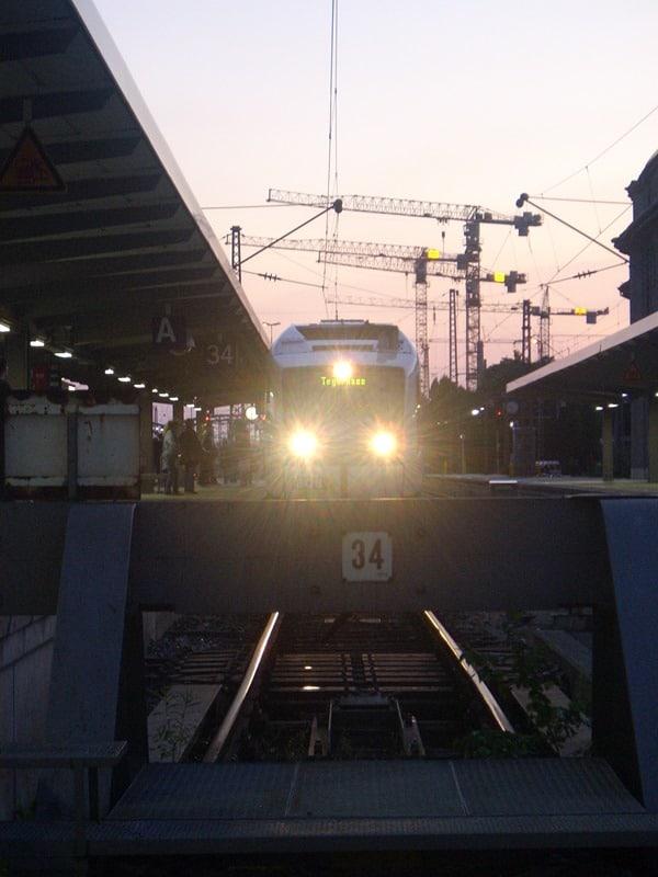 Zug-Bahnhof-Muenchen
