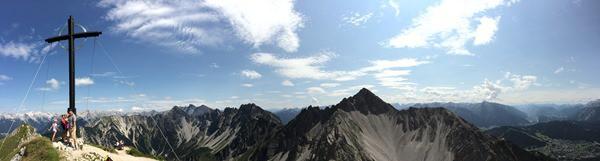 99_Panorama-Seefelder-Spitze-Gipfelkreuz-Tirol-Oesterreich