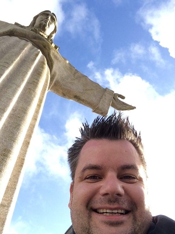 06_Selfie-Reiseblogger-Daniel-Dorfer-Christo-Rei-Lissabon-Portugal