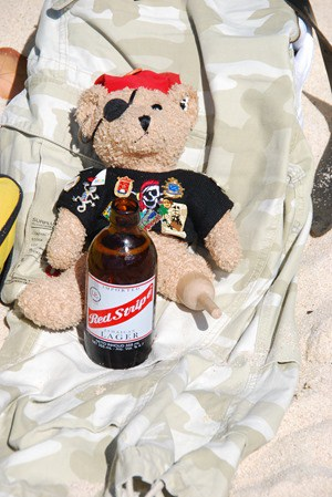 18_Jack-Bearow-Red-Stripe-Beer-Bier-Virgin-Gorda-BVI