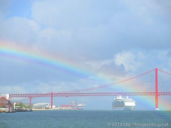 Hafenrundfahrt Lissabon Portugal Kreuzfahrtschiff Royal Caribbean Independence of the Seas Regenbogen Hängebrücke