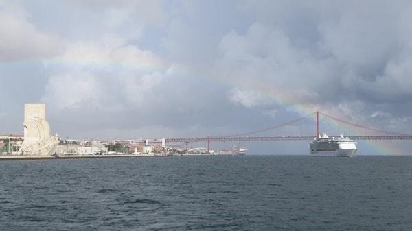 Royalwow Hafenrundfahrt Lissabon Portugal Kreuzfahrtschiff Royal Caribbean Independence of the Seas Regenbogen Hängebrücke
