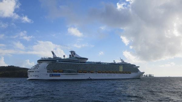 Hafenrundfahrt Lissabon Kreuzfahrtschiff Royal Caribbean Independence of the Seas Auslaufen