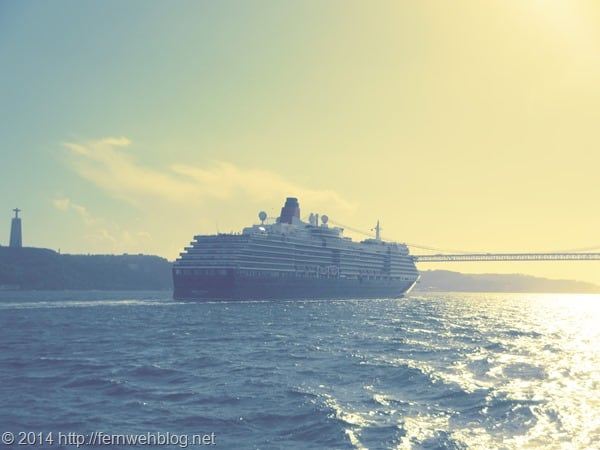Hafenrundfahrt Lissabon Sonnenuntergang Kreuzfahrtschiff Queen Victoria Cunard Line Cristo Rei Hängebrücke Tejo