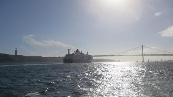 Hafenrundfahrt Lissabon Kreuzfahrtschiff Queen Victoria Cristo Rei Hängebrücke Tejo