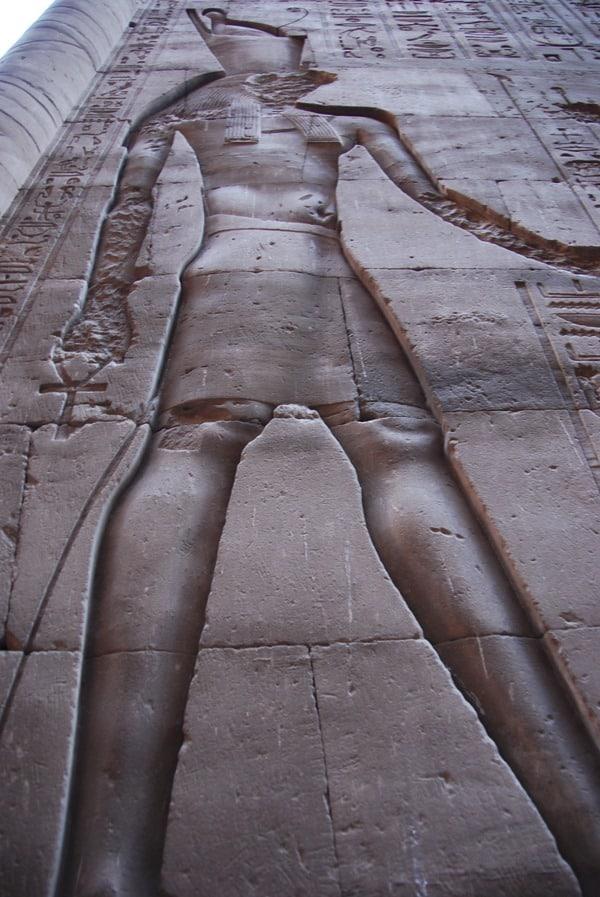 Horus Tempel von Edfu zerstörtes Relief Ägypten Nil Nilkreuzfahrt