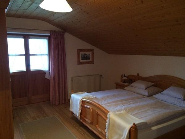 91_Schlafzimmer-Ferienwohnung-Schlosserhof-am-See-Tegernsee