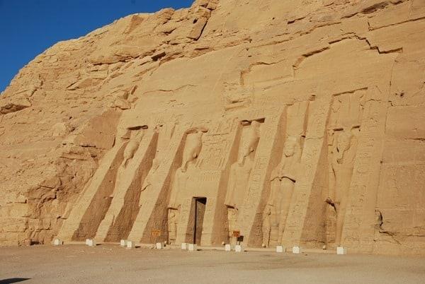 Morgens allein in Abu Simbel Hathor Tempel Ägypten Nilkreuzfahrt