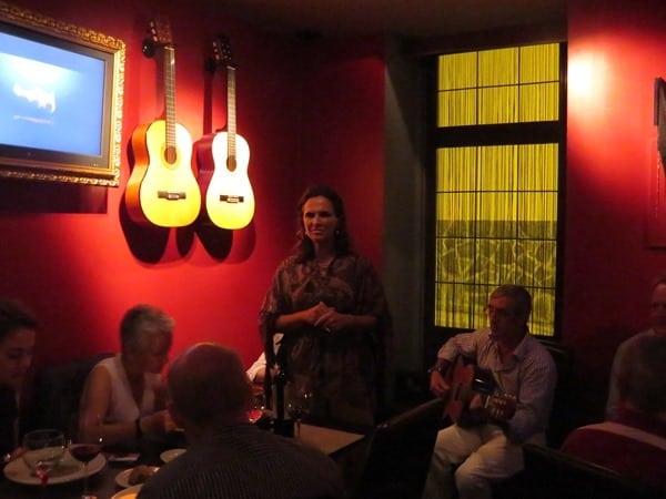 Citytrip Lissabon Fado Sängerin Cascais Portugal