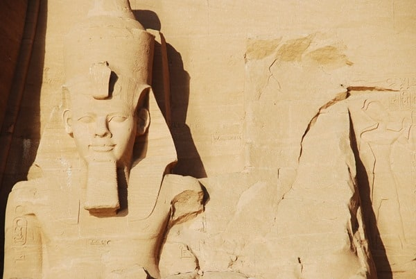Nahaufnahme Ramses II Abu Simbel Großer Tempel Ägypten Urlaub Nilkreuzfahrt