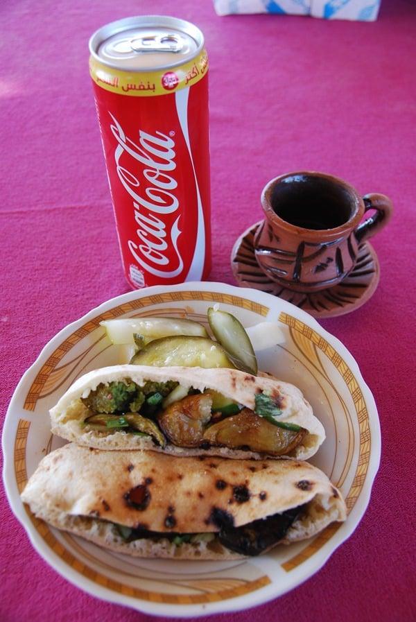 Falafel Frühstück Coca Cola Kaffee Abu Simbel Ägypten Urlaub Nilkreuzfahrt