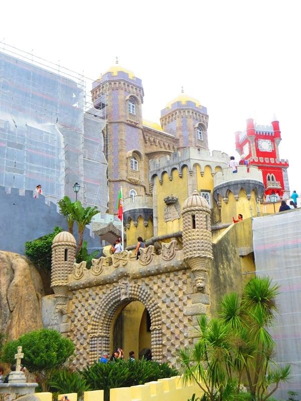 08_Palast-wird-renoviert-Palacio-Nacional-da-Pena-Sintra-Lissabon-Portugal