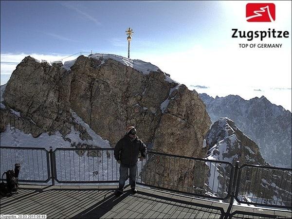 25_Beweisfoto-Gipfel-Zugspitze-Reiseblogger-Daniel-Dorfer