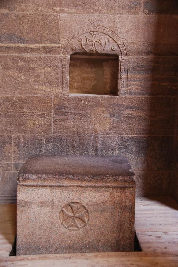 16_Christlicher-Altar-im-Tempel-von-Philae-Assuan-Aegypten-Nilkreuzfahrt