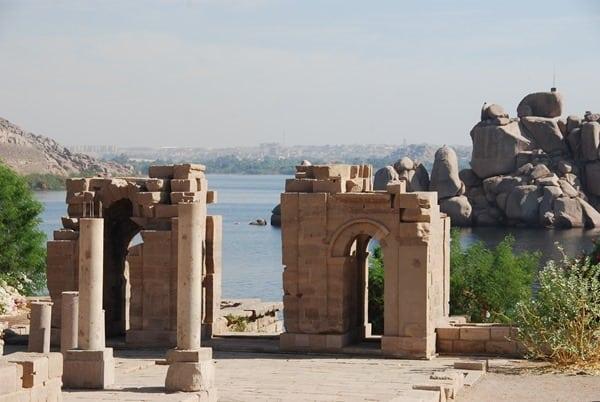 18_Kiosk-des-Nektanebos-I.-Philae-Tempel-Assuan-Aegypten-Nilkreuzfahrt