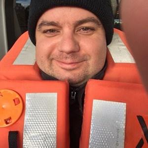 02_Kreuzfahrtblogger-Daniel-Dorfer-Selfie-Seenotrettungsuebung-MSC-Sinfonia