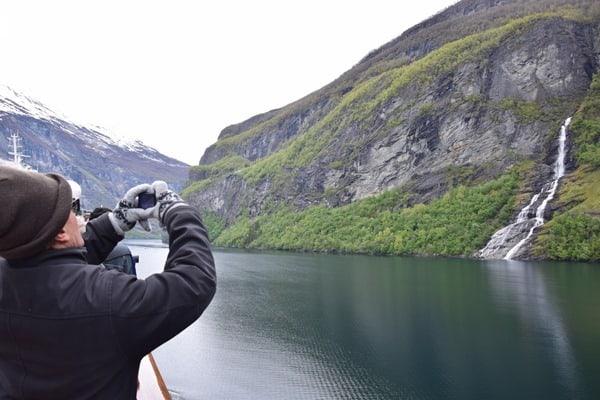 Wasserfall Geirangerfjord Landschaft Norwegen italienischer Tourist MSC Sinfonia Kreuzfahrt