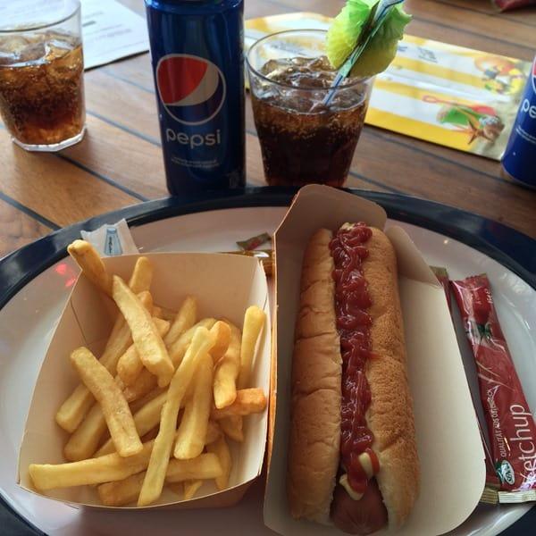 19_Fastfood-Hot-Dog-Pommes-MSC-Sinfonia