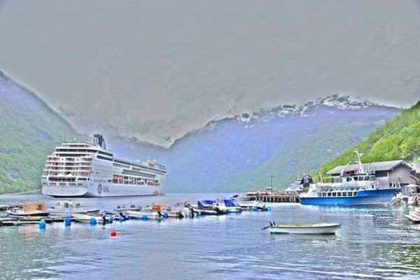 Geirangerfjord Norwegen Geiranger Kreuzfahrtschiff MSC Sinfonia auf Reede HDR Gemälde Nikon D3300