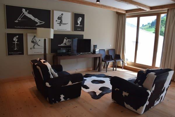 02_Wohnzimmer-Spielecke-Penthouse-Suite-Kempinski-Hotel-Das-Tirol-Kitzbuehel
