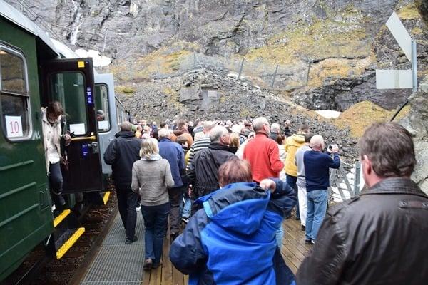 Flambahn Norwegen Haltestelle Kjosfossen Wasserfall Flamsbana