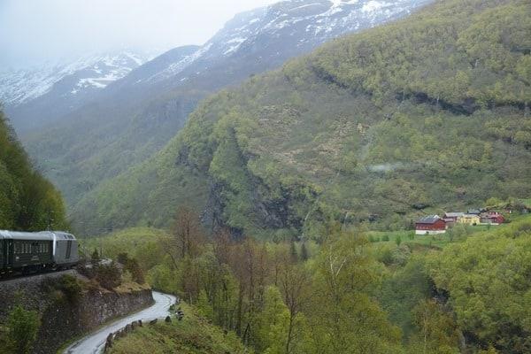 Flambahn Norwegen Zughfahrt Unterwegs mit der Flamsbana
