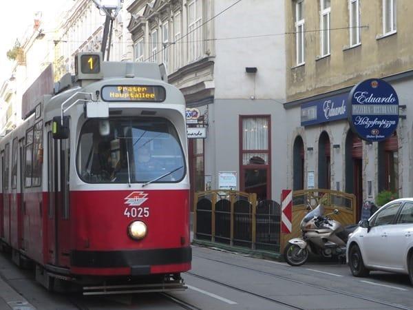 01_Strassenbahn-1-Prater-Hauptalle-Wien-Oesterreich