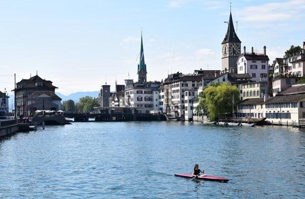 Zürich Sehenswürdigkeiten Schweiz Kajak Limmat