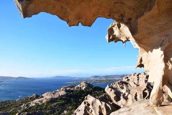 00 Blick vom Capo dOrso Baerenfelsen auf Palau Sardinien Italien 590x393 1