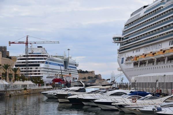 Malta Valletta Urlaub Sehenswürdigkeiten Tipps Waterfront Kreuzfahrthafen AiDA Costa