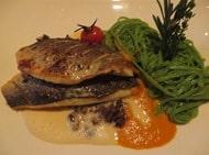 12_Fisch-Hauptgericht-Restaurant-Hotel-Sonne-Lifestyle-Resort-Mellau-Bregenzerwald-Vorarlberg-Oesterreich