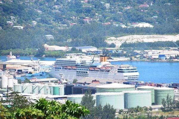02_Kreuzfahrtschiff-Costa-NeoRomantica-Hafen-Mahe-Seychellen