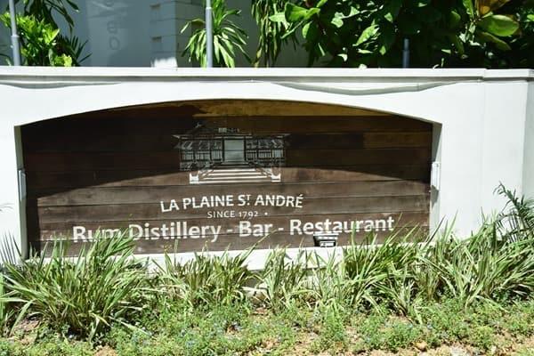 03_Rum-Destille-Bar-Restaurant-La-Plane-St.-Andre-Mahe-Seychellen