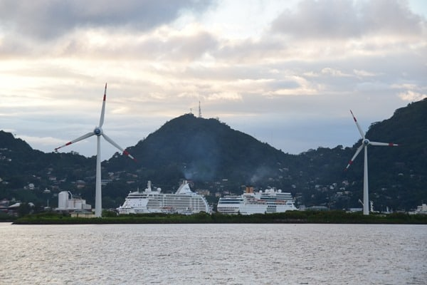 05_Regent-Seven-Seas-Voyager-Costa-neoRomatica-Port-Victoria-Mahe-Seychellen