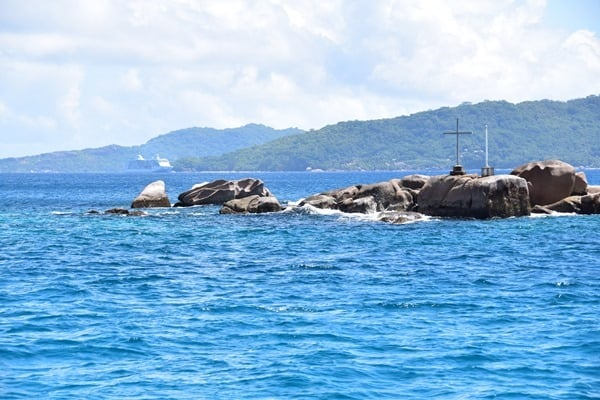 13_Kreuz-vor-Praslin-Seychellen
