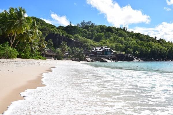 21_Strand-Anse-Takamaka-Gaestehaus-Chez-Batista-Mahe-Seychellen