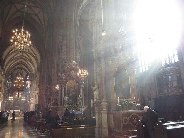 Flitterwochen wohin Wien Hochzeitsreise günstig Stephansdom Österreich
