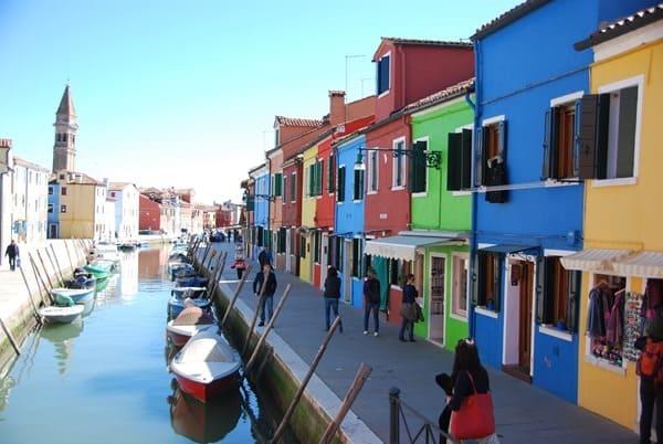 Flitterwochen wohin Venedig Burano Hochzeitsreise günstig Italien