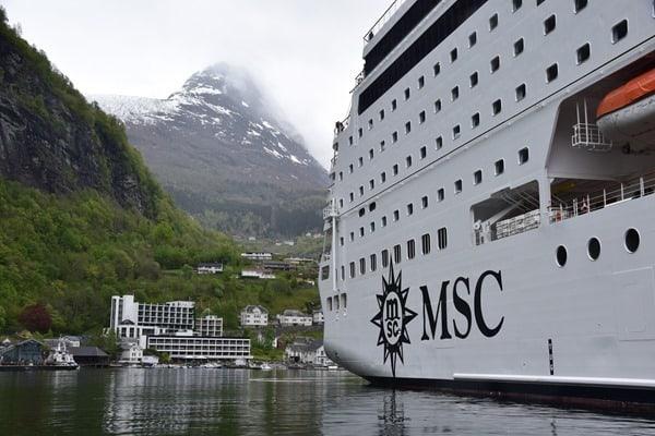 Flitterwochen wohin Kreuzfahrt Hochzeitsreise günstig Geirangerfjord Norwegen MSC