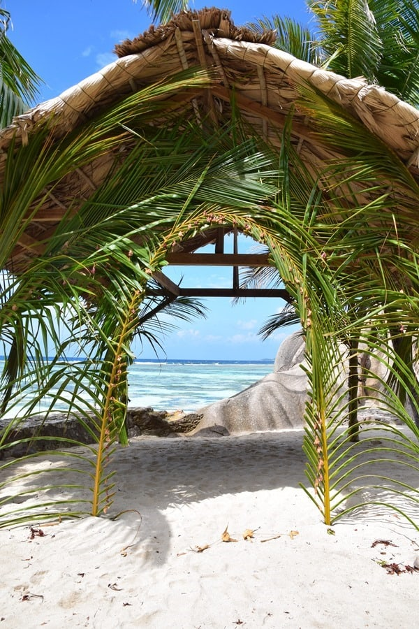 Hochzeitsreise wohin Seychellen Flitterwochen günstig La Digue Strand