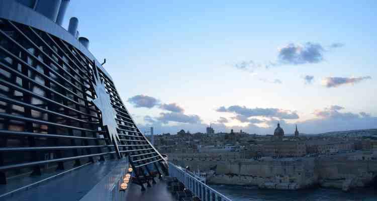 000 MSC Preziosa Schornstein auslaufen Valletta Malta