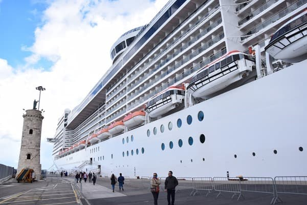 01_MSC-Preziosa-Hafen-Civitavecchia-Italien