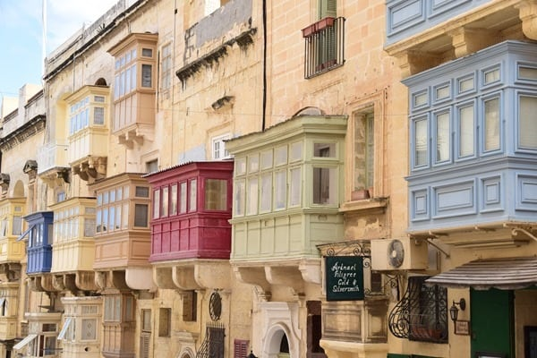13_bunte-Balkone-Valletta-Malta
