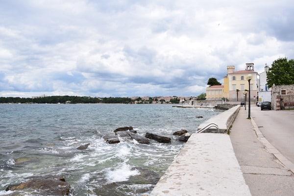 Porec Kroatien Uferpromenade Hafen Altstadt Istrien