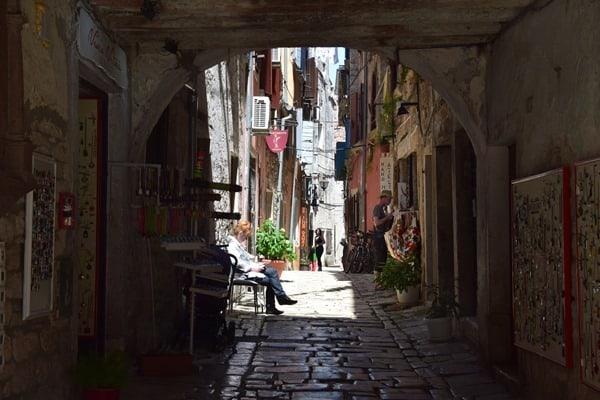 12_Shopping-Einkaufsstrasse-Grisia-Rovinj-Istrien-Kroatien
